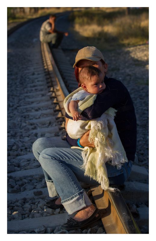 Tequisquiapan, estado de México. 26 October 2012. Sheyla, only accompanied by her newborn son, waits for the train that will take them to the northern border of Mexico.