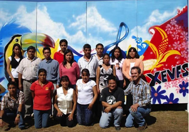 Staff of WEVFS La voz de la frontera sur. Photo: XEVFS, CDI, 2011.